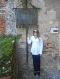 Lisa Hughes visiting Tomba di Giulietta, Verona